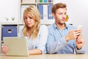 Aşık olmak için kaç Facebook, Twitter mesajı ve telefon araması gerekiyor