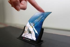LG, esnek ekranlı akıllı telefonları tüketiciyle buluşturuyor