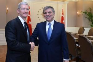 Apple'ın CEO'su Tim Cook Abdullah Gül ile görüştü