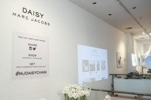 Marc Jacobs'un pop up mağazası ödemede tweet ve Instagram'ı kullanıyor