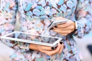 Türk kadını internette sosyal ve haber okumayı seviyor