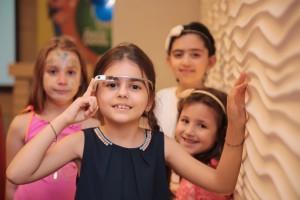 Çocuklar Google Glass ile Tivibu keyfini test etti