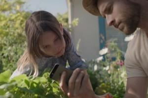 Apple'ın son reklamı, iPhone'un sizi nasıl iyi ebeveyn yaptığına ışık tutuyor