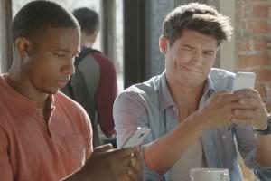 Samsung'un son reklamı iPhone kullanıcılarının büyük ekranı kıskandığına işaret ediyor