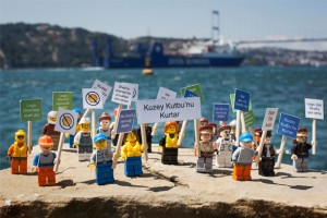 YouTube, Greenpeace'in Lego videosunu engelliyor