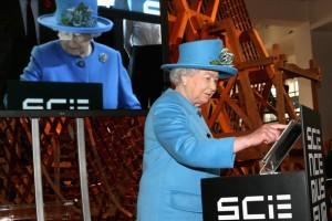 Kraliçe II. Elizabeth, ilk tweet'ini gönderdi_