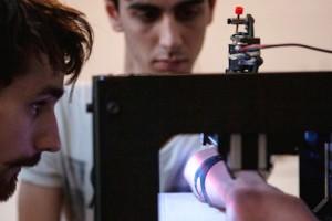 Tasarımcı, 3D yazıcı cihazını dövme yapma makinesine çevirdi