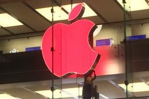 Apple'ın ikonik logosu AIDS gününde kırmızı oldu