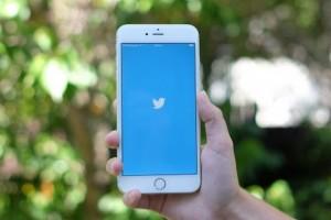 Twitter, görselleri kaldırmak için kaydırma özelliğini yayına alıyor
