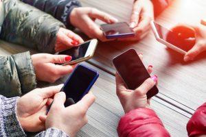 Akıllı telefonun sorunlu kullanımı narsisizmi besliyor
