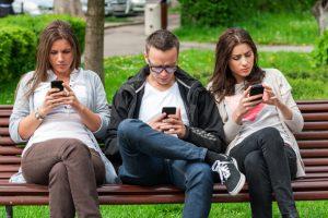 Artık akıllı telefonlar arkadaşlara tercih ediliyor