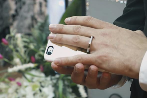 Las Vegas'ta iPhone ile evlendi (Video)