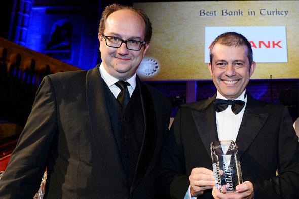 """Akbank'a """"Orta ve Doğu Avrupa'nın En İyi Bankası"""" ödülü"""