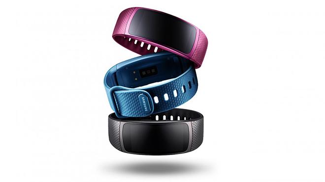 Siyah, mavi ve pembe olmak üzere üç farklı renk seçeneği bulunan Gear Fit2, 599 TL tavsiye edilen perakende satış fiyatı ile Türkiye'de satışa sunulmuş durumda.