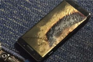 Yenilenen Galaxy Note 7'de uçakta alev aldı