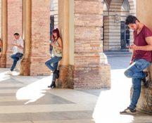 Araştırma: İnternet bağımlısıyız, aynı zamanda yalnızız