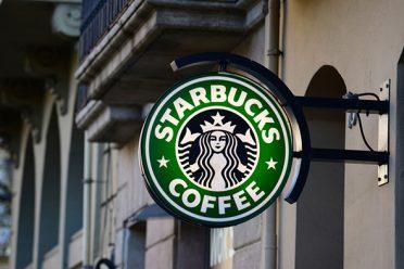 Starbucks Trump'ın mülteci yasağına karşı 10 bin mülteci istihdam edecek