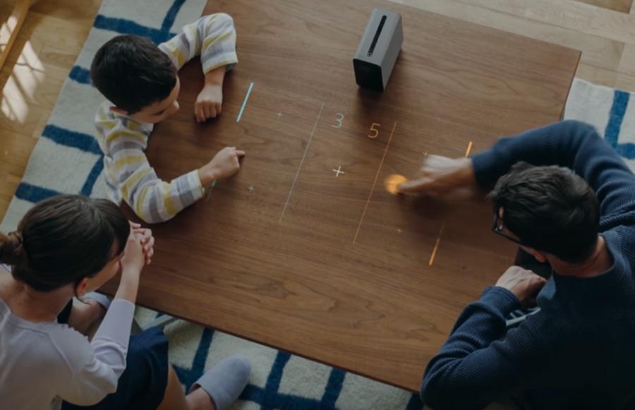 Tüm yüzeyleri dokunmatik ekrana çeviren sıra dışı projektör: Xperia Touch