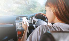 Araç başında telefon kullananlar dikkat!