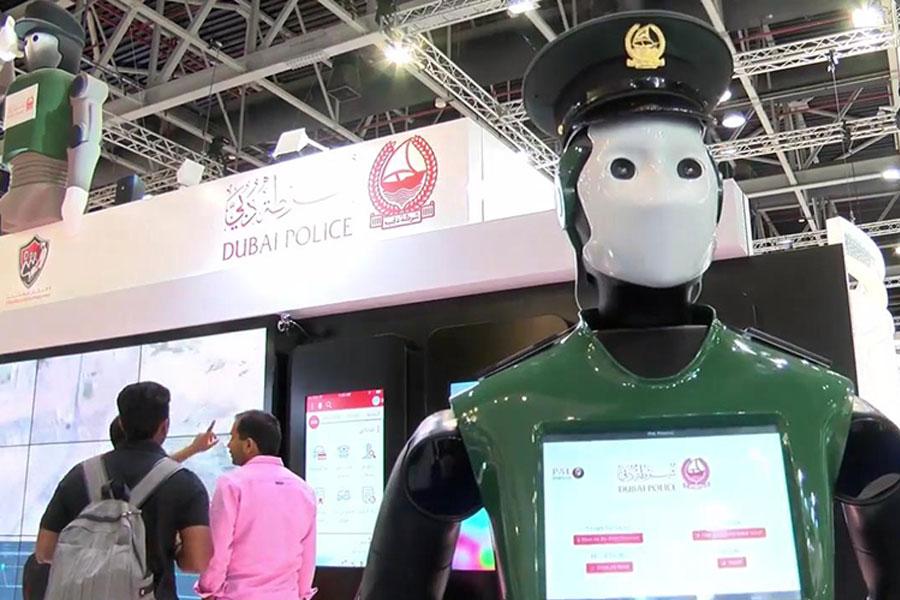 İlk robot polis göreve hazır
