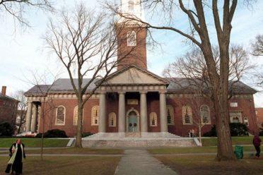 Harvard Üniversitesinden tartışma yaratan Facebook kararı