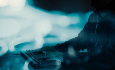 Şifreniz veya e-postalarınız hiç hacklendi mi? Bir tıkla öğrenin!