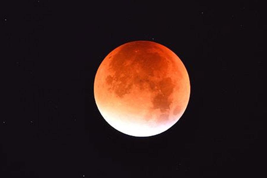 Canon'dan 'Süper Kanlı Mavi Ay' tutulmasını en iyi görüntüleme teknikleri