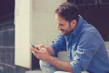 İnşaat işçisinin bile cebinde akıllı telefon var!
