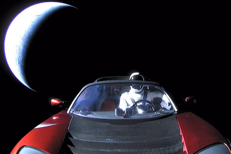 Uzaya yollanan Tesla'ya ne olacak?