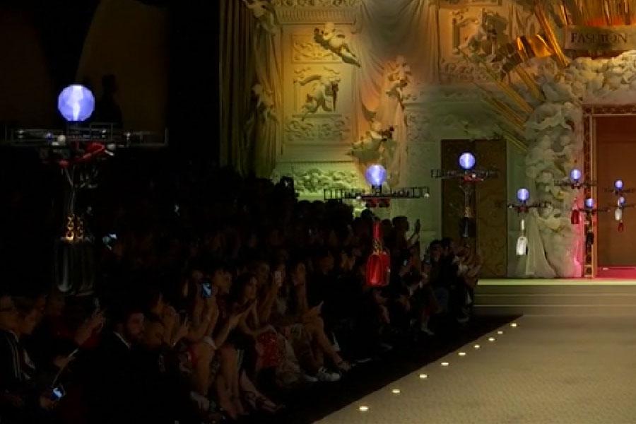 Dolce & Gabbana defilesinde drone'lar podyuma çıktı