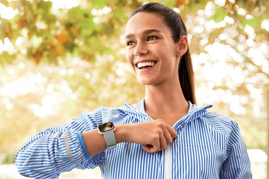 Fitbit en hafif akıllı saati Fitbit Versa'yı tanıttı