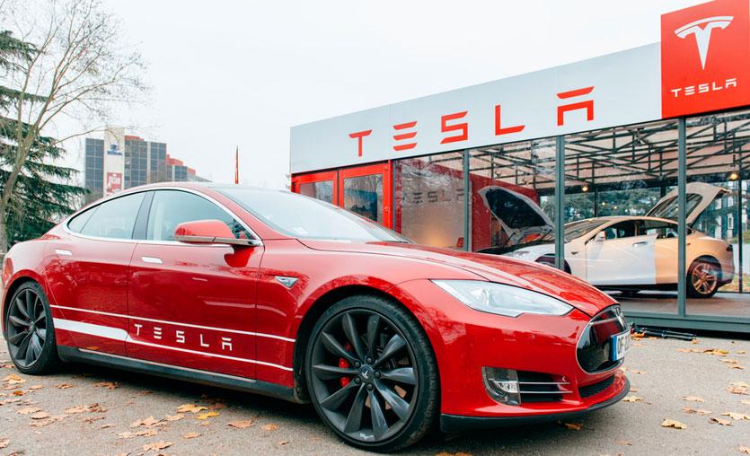 İflasın eşiğindeki Tesla, 123 bin otomobilini geri çağırdı