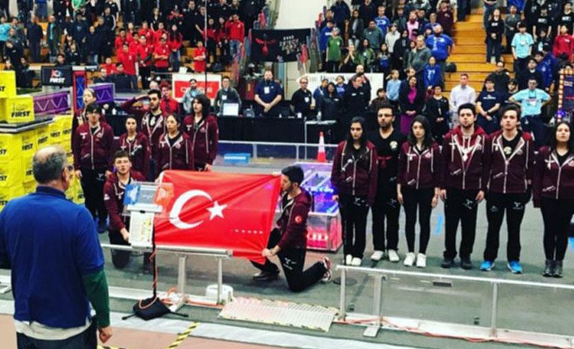 Liseli Türk takımı, FIRST Robotic Competition turnuvasından ödülle döndü