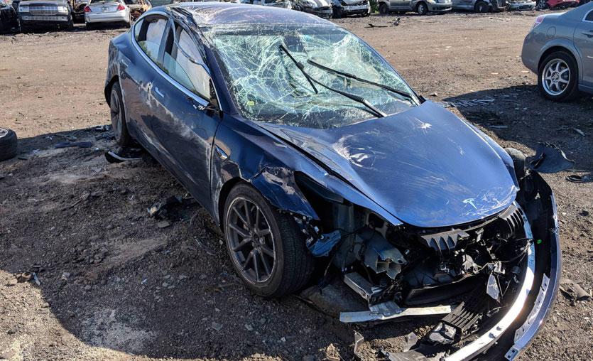 Takla atan Tesla Model 3 şaşırttı