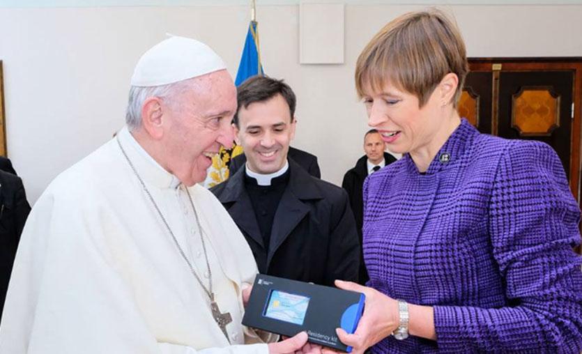 Papa Francis e-vatandas oldu