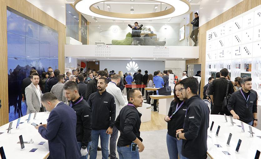 Huawei Türkiye'deki ikinci deneyim mağazasını İstinyePark'ta açtı