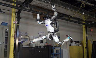 Atlas robottan akrobatik hareketler