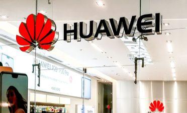 Huawei'nin 5G faaliyetlerine İngiltere'den yeşil ışık