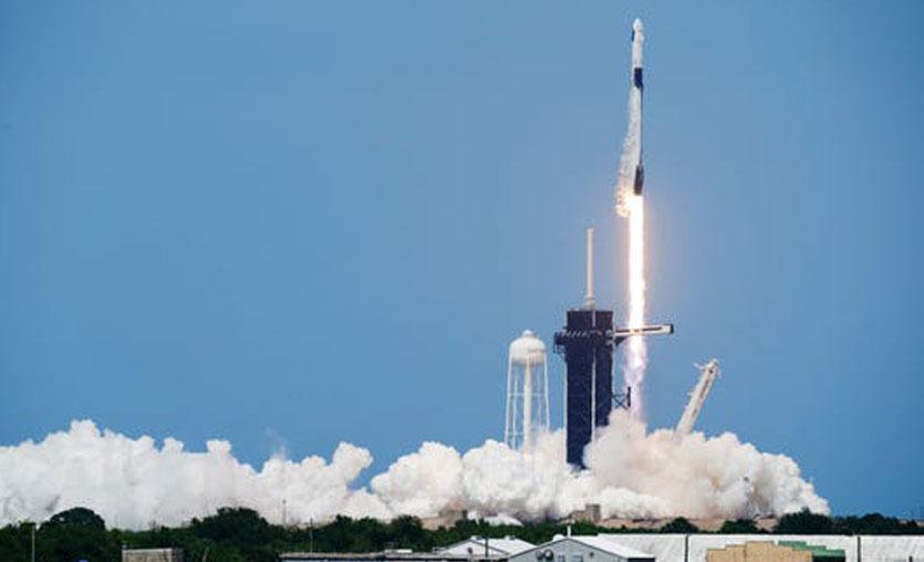 SpaceX ile ilk insanlı uzay yolculuğu başladı