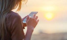 Tatil yaparken sürdürülen teknolojik alışkanlıklar [Araştırma]