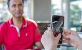 Microsoft'un görme engelliler için geliştirdiği yapay zekâ uygulaması Seeing AI şimdi Türkçe