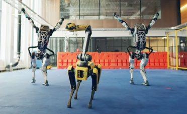 Boston Dynamics robotları dans pistinde buluştu