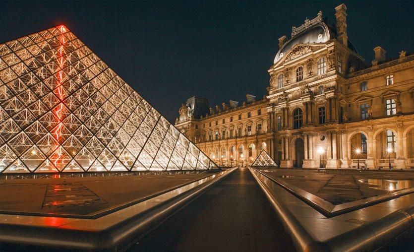 Louvre Müzesi, online ziyarete açıldı
